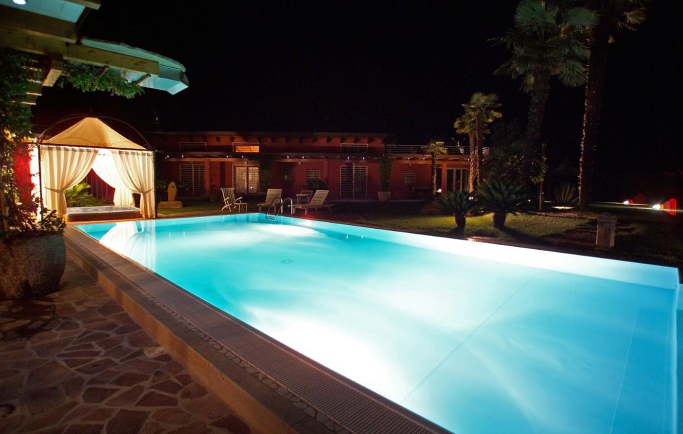 agriverde-illuminazione-piscina-fari-subacquei-led-bianchi