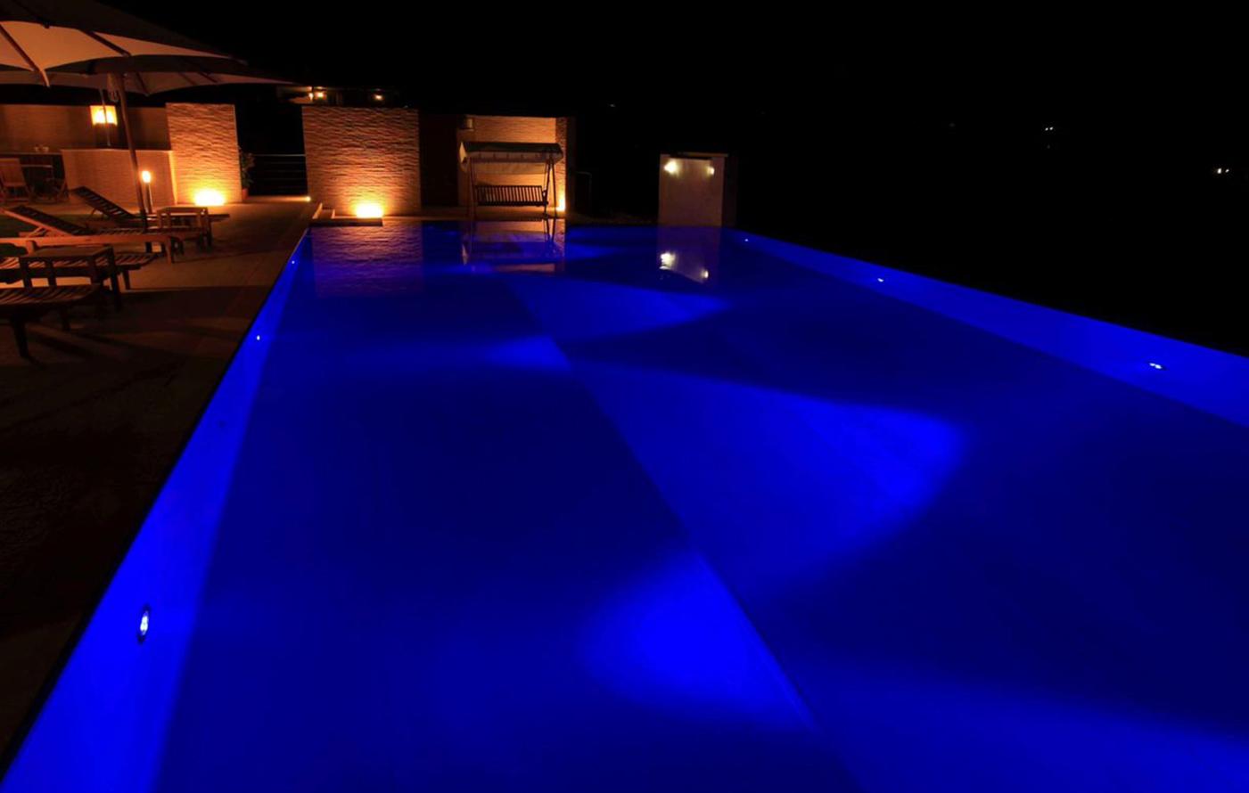 agriverde-illuminazione-piscina-fari-subacquei-led-colorati-02