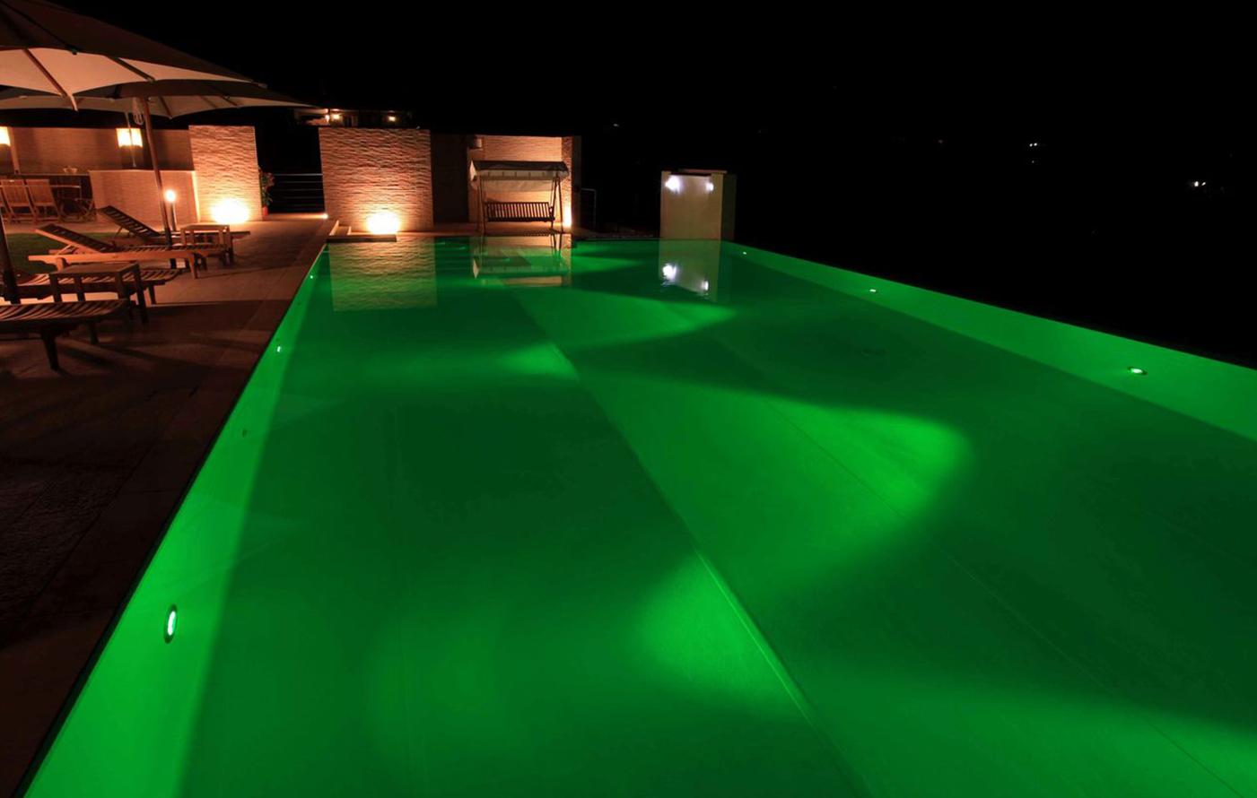 agriverde-illuminazione-piscina-fari-subacquei-led-colorati-03