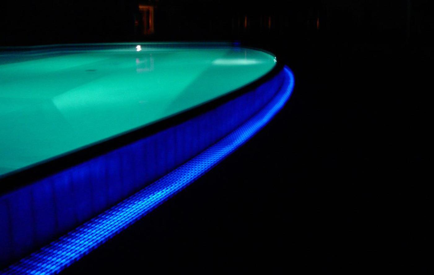 agriverde-retroilluminazione-sfioro-piscina